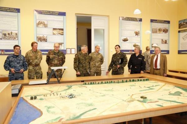 Одесскую военную академию посетила делегация НАТО (ФОТО) (фото) - фото 1