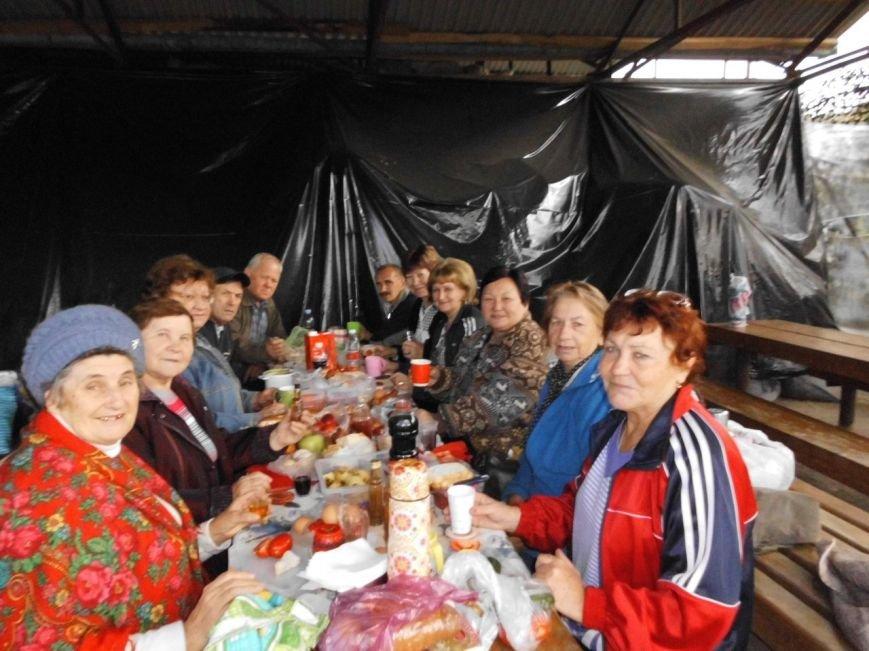 В один из последних погожих дней октября, была организована поездка членов общества слепых на термальные источники. (фото) - фото 1