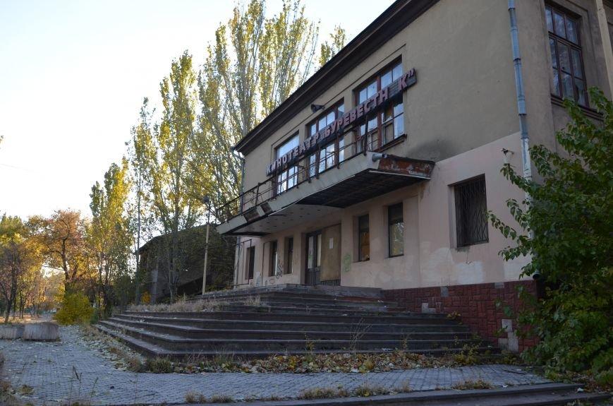 В Мариуполе бывший кинотеатр «Буревестник» закрыли фанерой (ФОТО), фото-1