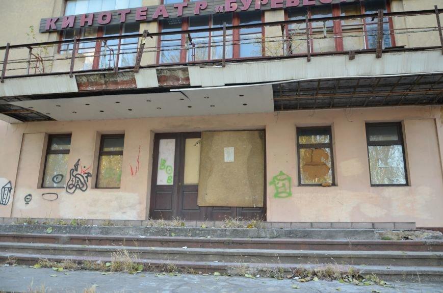 В Мариуполе бывший кинотеатр «Буревестник» закрыли фанерой (ФОТО), фото-4