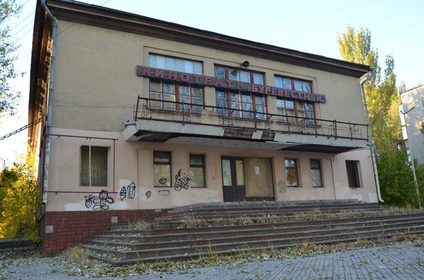 В Мариуполе бывший кинотеатр «Буревестник» закрыли фанерой (ФОТО), фото-6