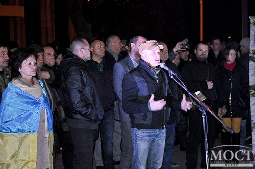 Возле здания ДнепрОГА проходит митинг против действий в отношении представителей партии «УКРОП» (ФОТО) (фото) - фото 1