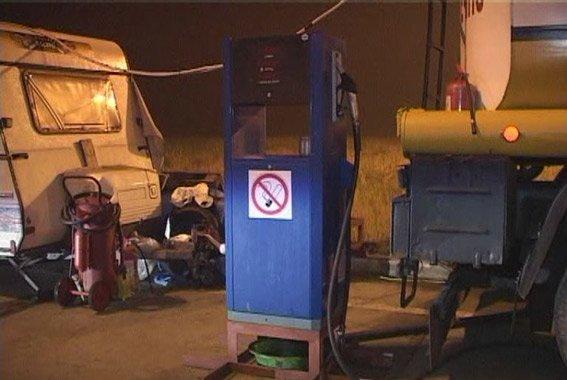 Да там пару капель всего: в Одессе на заправке незаконно использовали горючее на 1,2 млн (фото) - фото 1