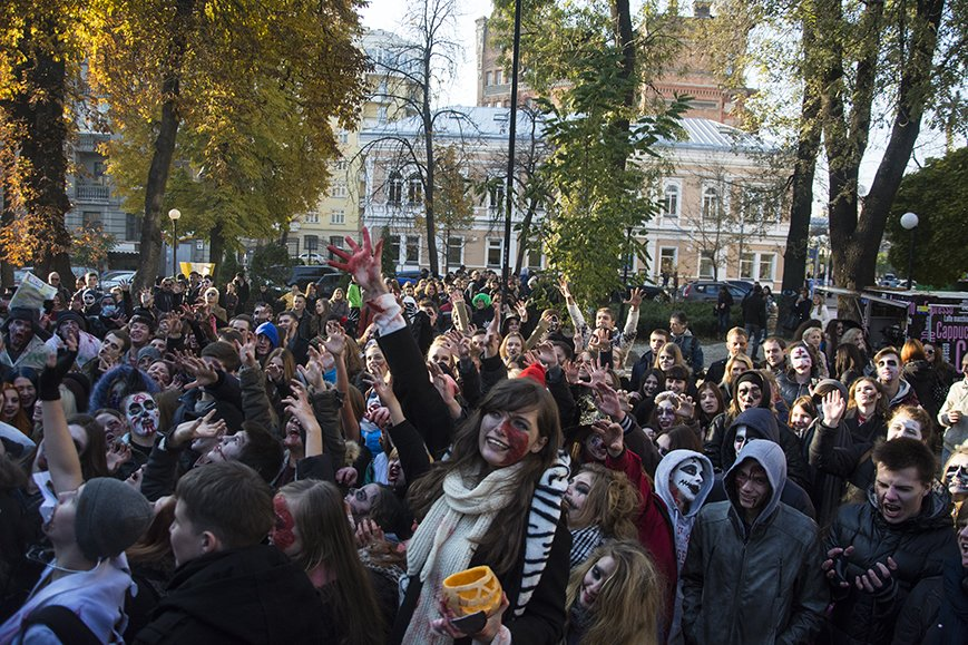 В Киеве прошел зомби-марш (ФОТОРЕПОРТАЖ) (фото) - фото 2