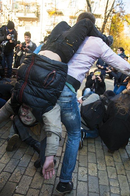 В Киеве прошел зомби-марш (ФОТОРЕПОРТАЖ) (фото) - фото 4