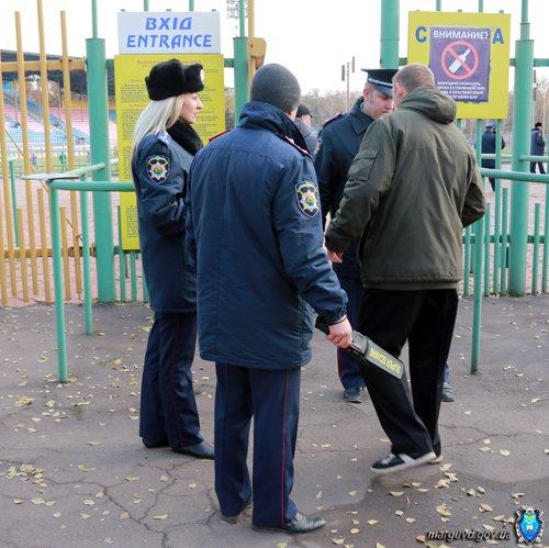 На восемь мариупольских болельщиков  матча команд  «Авангард» и «Ильичевец» приходился один милиционер (ФОТО), фото-1