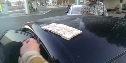 В зоне АТО задержали пограничников, взимавших дань за проезд автомобилей на территорию «республик»  (ФОТО, ВИДЕО) (фото) - фото 2