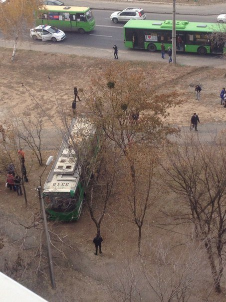 В Харькове троллейбус вылетел с дороги (ФОТО) (фото) - фото 1