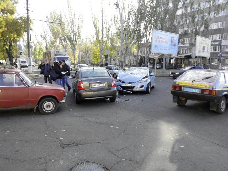 В Николаеве из-за неработающих светофоров столкнулись три автомобиля (ФОТО) (фото) - фото 3
