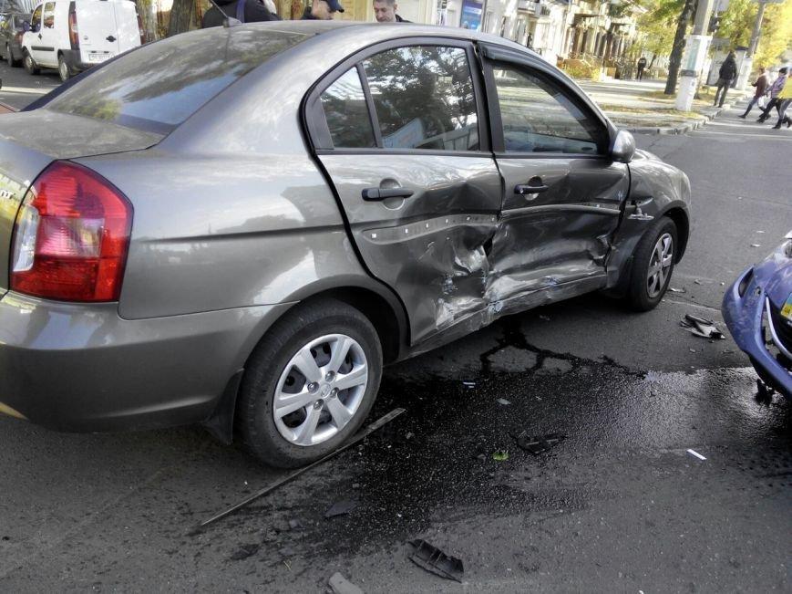 В Николаеве из-за неработающих светофоров столкнулись три автомобиля (ФОТО) (фото) - фото 4