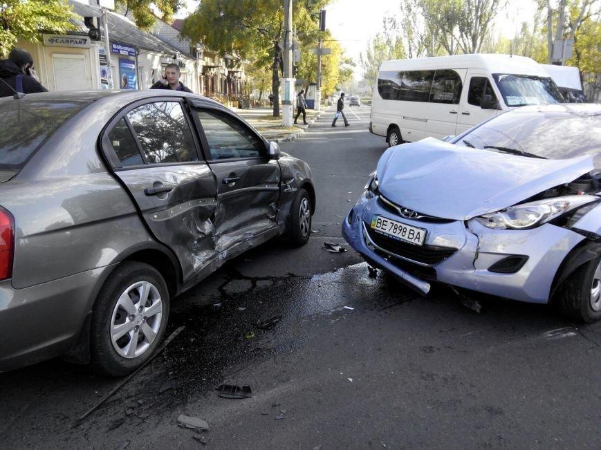 В Николаеве из-за неработающих светофоров столкнулись три автомобиля (ФОТО) (фото) - фото 5