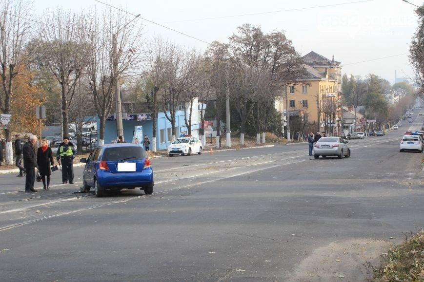 В Днепродзержинске на пересечении улицы Сыровца и проспекта Аношкина произошло ДТП (фото) - фото 3