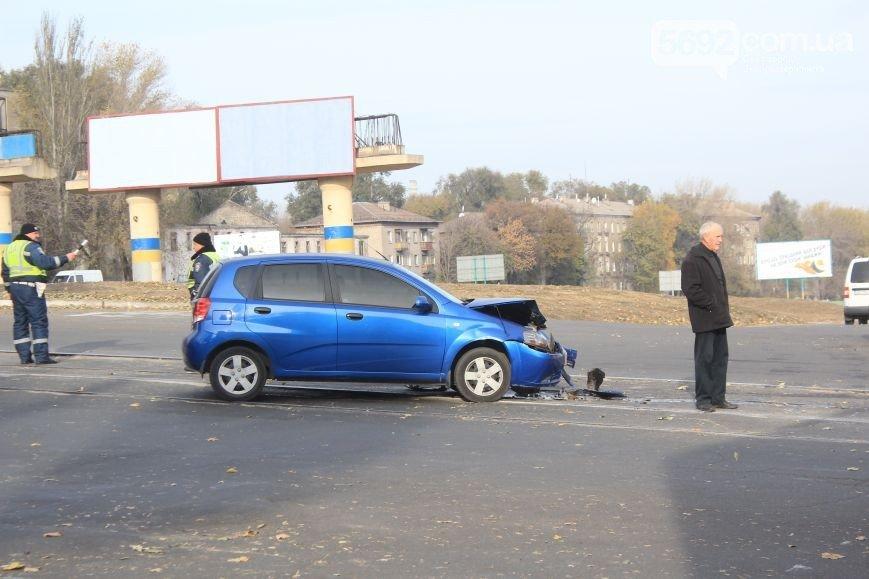 В Днепродзержинске на пересечении улицы Сыровца и проспекта Аношкина произошло ДТП (фото) - фото 1