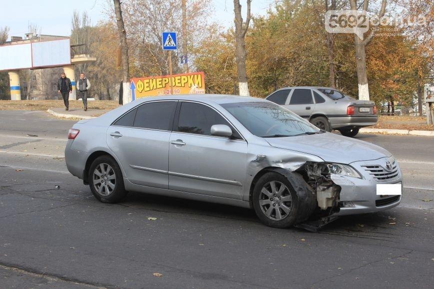 В Днепродзержинске на пересечении улицы Сыровца и проспекта Аношкина произошло ДТП (фото) - фото 4