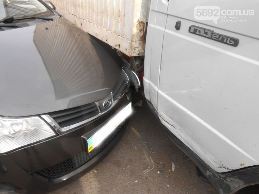 В Днепродзержинске произошло ДТП на улице Широкой (фото) - фото 3