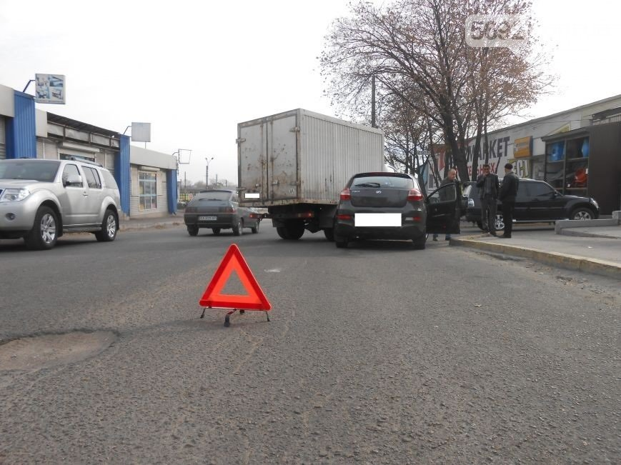 В Днепродзержинске произошло ДТП на улице Широкой (фото) - фото 4