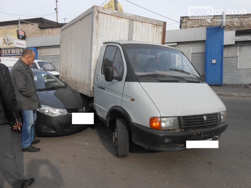 В Днепродзержинске произошло ДТП на улице Широкой (фото) - фото 1