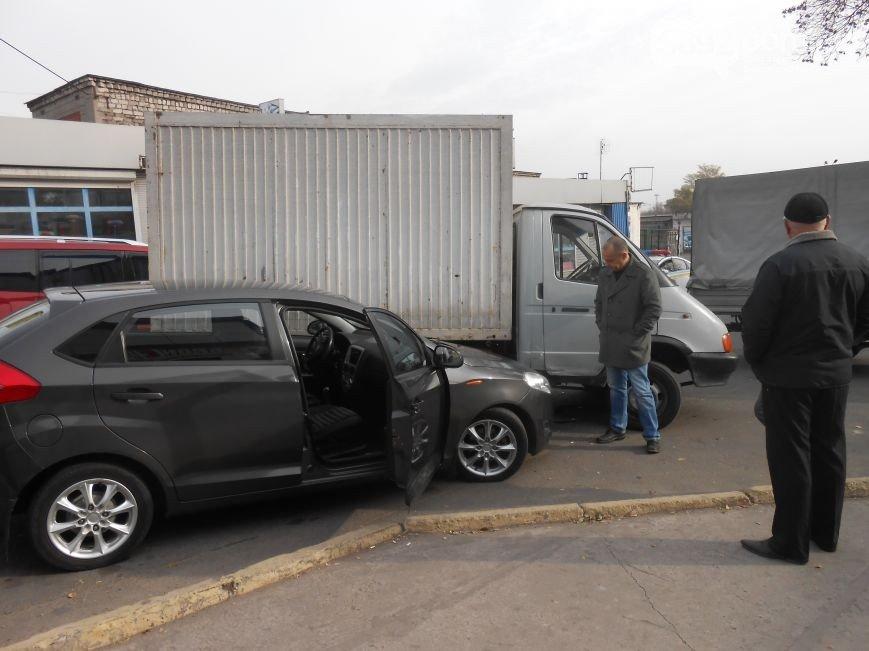 В Днепродзержинске произошло ДТП на улице Широкой (фото) - фото 2