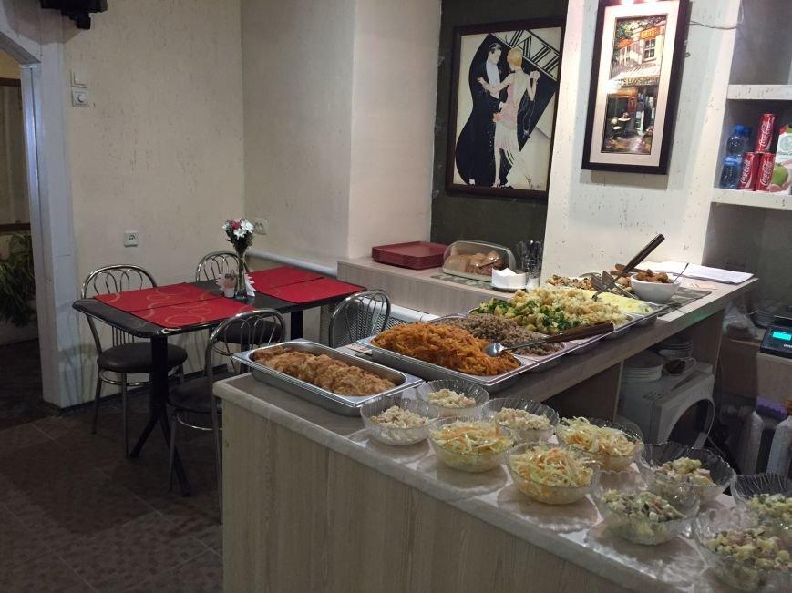В Мариуполе открылось кафе «Литературное» напротив центрального отделения Ощадбанка (фото) - фото 1