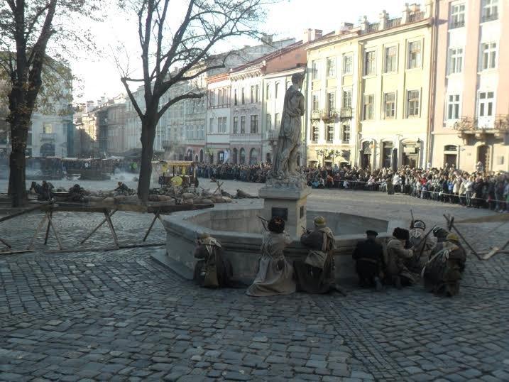 У центрі Львова за допомогою учасників АТО відтворили українсько-польський бій (ФОТО+ВІДЕО) (фото) - фото 1