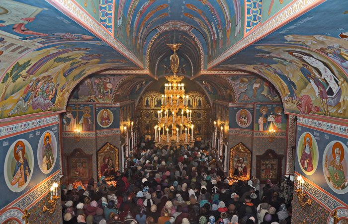 В Свято-Покровском храме с.Боевое верующие отметили годовщину освящения престола и храма (фото) - фото 1