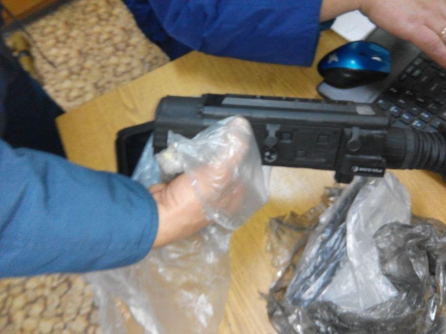 В Конотопе таможенники с поезда Москва-Одесса изъяли комплектующие к оружию (фото) - фото 1