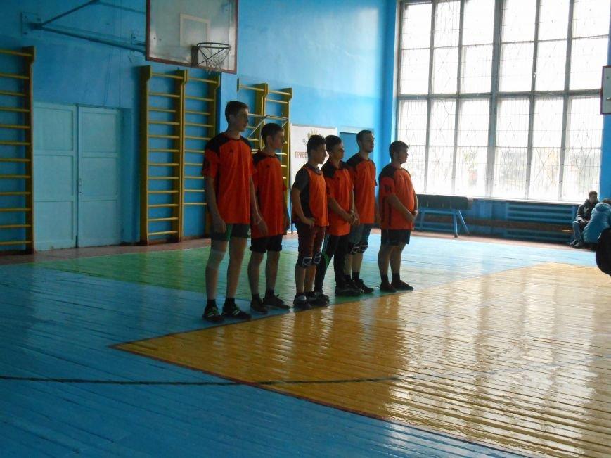 Сьогодні у Слов'янську технікуми грають у волейбол (фото) - фото 1