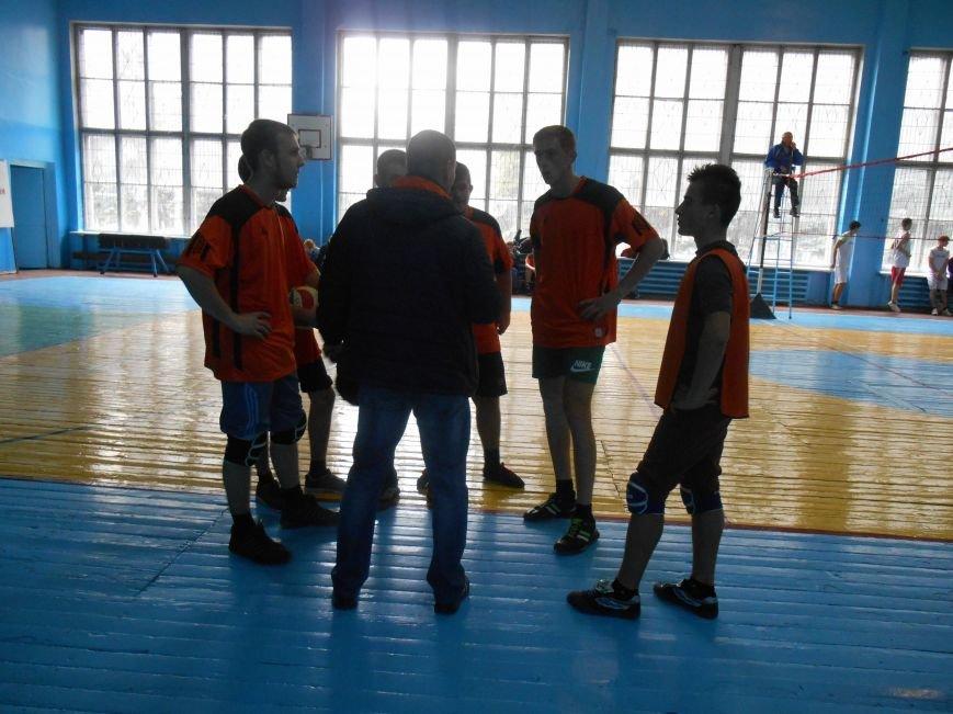 Сьогодні у Слов'янську технікуми грають у волейбол (фото) - фото 3