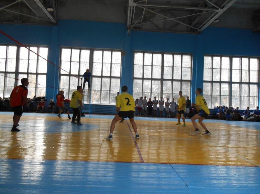 Сьогодні у Слов'янську технікуми грають у волейбол (фото) - фото 4