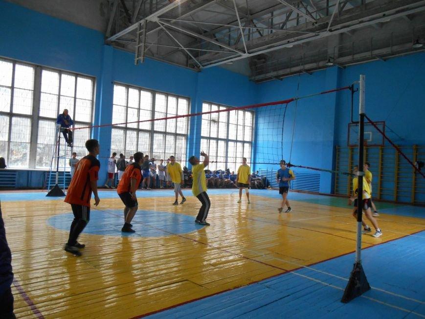 Сьогодні у Слов'янську технікуми грають у волейбол (фото) - фото 5