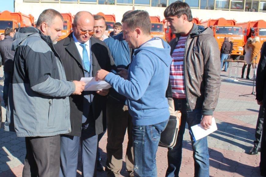 Глава администрации Симферополя сел за руль мусоровоза (ФОТОФАКТ) (фото) - фото 4