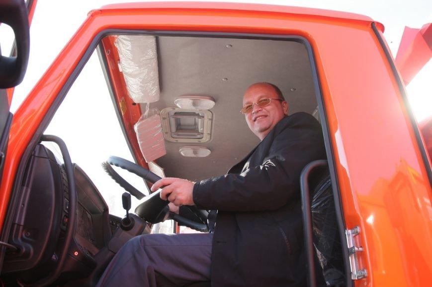 Глава администрации Симферополя сел за руль мусоровоза (ФОТОФАКТ) (фото) - фото 3