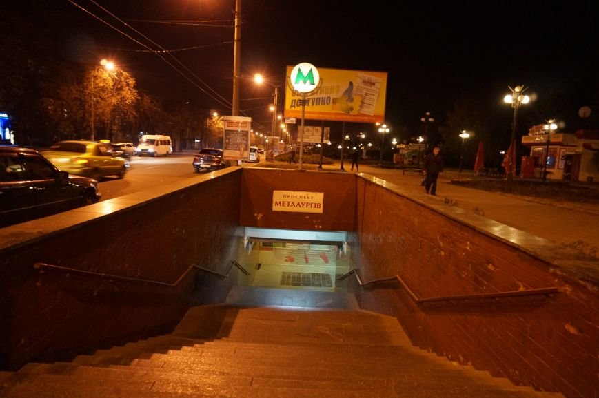 ЧП в Кривом Роге: в тоннеле столкнулись два скоростных трамвая. Спасатели вырезали зажатую между вагонами женщину-водителя (ФОТО) (фото) - фото 1