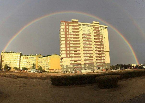 Ближе к вечеру 2 ноября над Актау поднялась двойная радуга (фото) (фото) - фото 1
