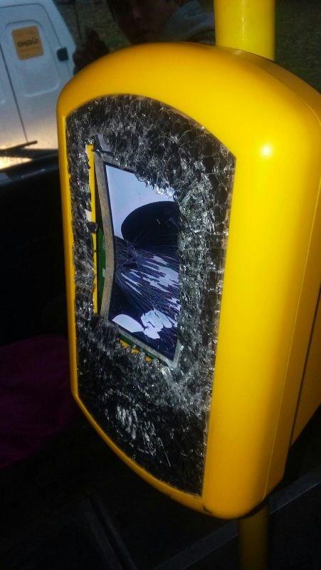 В алматинском автобусе разбили терминал регистрации поездки «Оңай» (фото) - фото 1