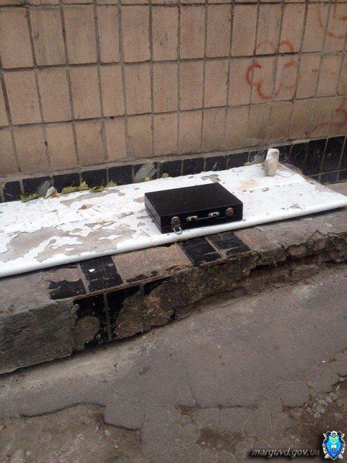 В Мариуполе возле больницы нашли подозрительный чемодан (ФОТО), фото-1