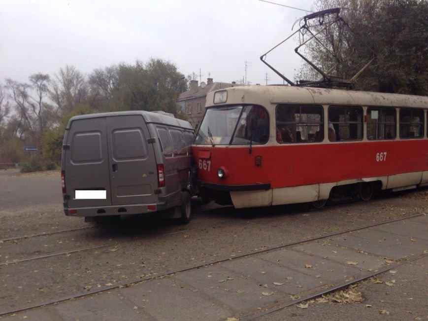 ДТП в Днепродзержинске: столкнулись «Газель» и трамвай (фото) - фото 3