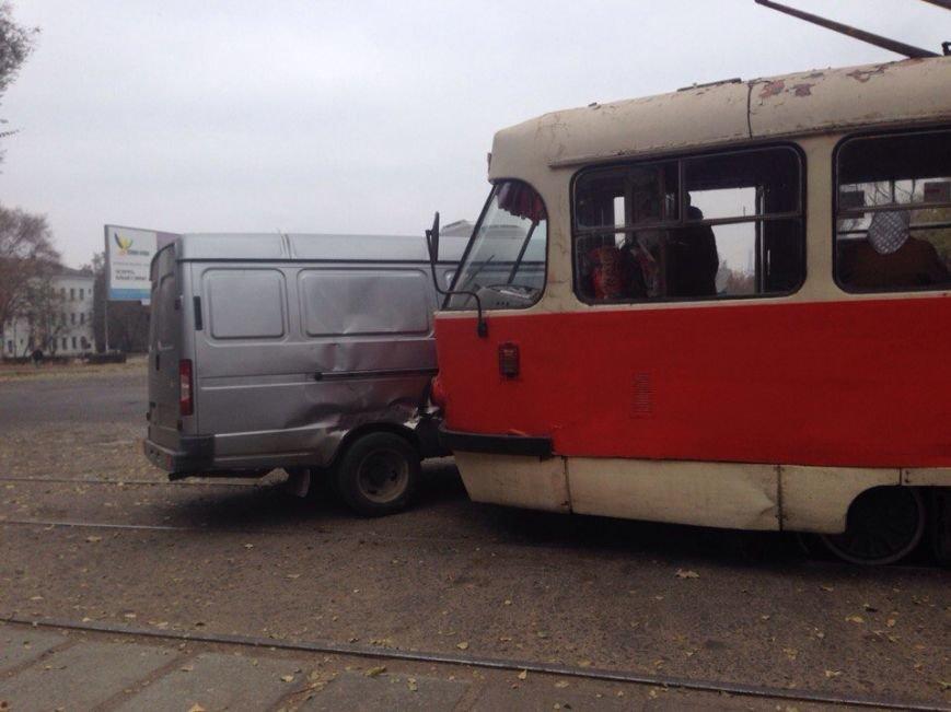 ДТП в Днепродзержинске: столкнулись «Газель» и трамвай (фото) - фото 1
