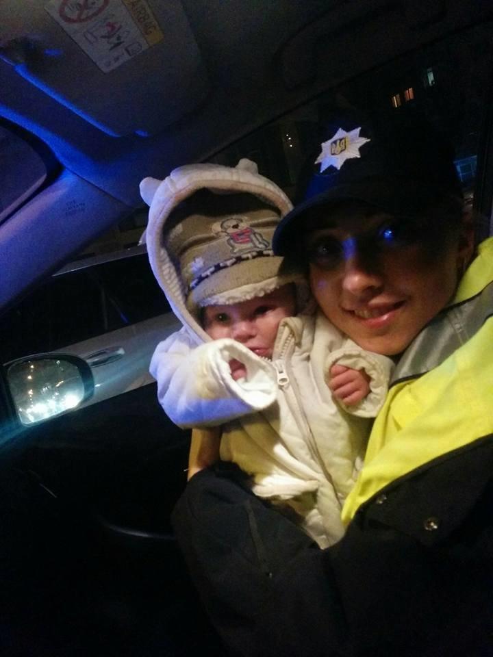 В Киеве полицейские спасли замерзавшего на улице 3-месячного ребёнка (ФОТО), фото-2