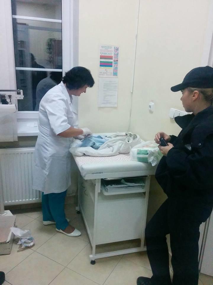 В Киеве полицейские спасли замерзавшего на улице 3-месячного ребёнка (ФОТО), фото-1