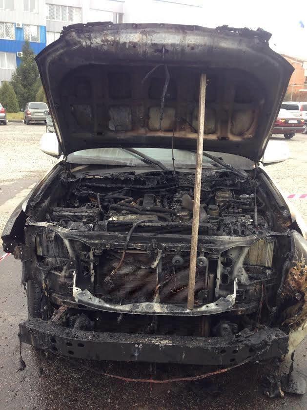 В Сумах подожгли автомобиль депутата (ФОТО) (фото) - фото 1