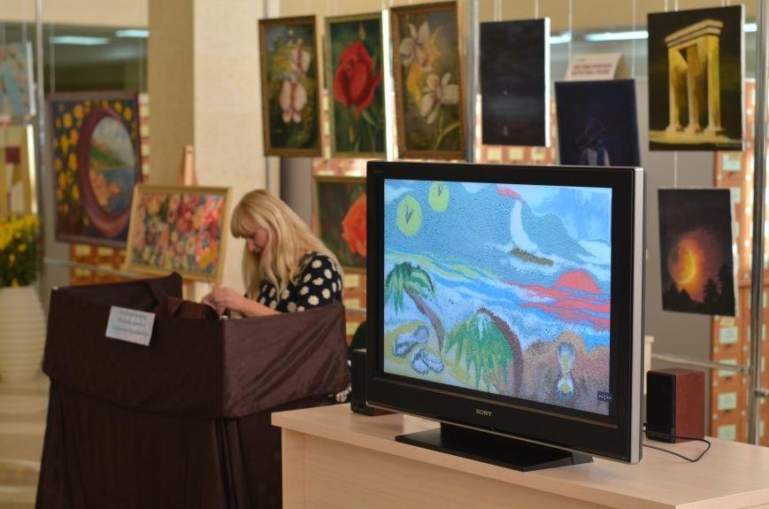 В Симферополе открылась выставка «Песочной живописи» (ФОТО), фото-1