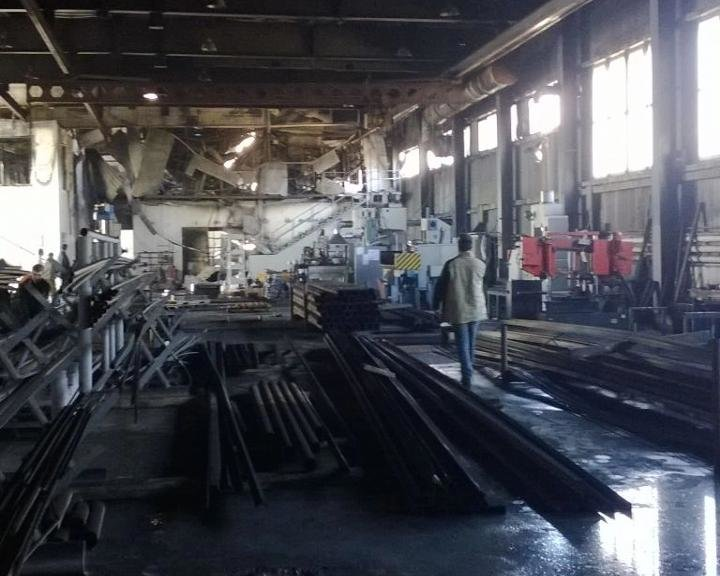 В Армавире сгорела кровля одного из цехов завода РоСАТ (фото) - фото 1