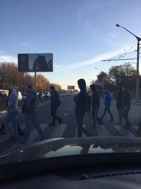 Львівські фанати заблокували рух транспорту на вулиці Стрийській (фото) - фото 3