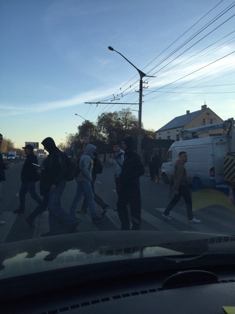 Львівські фанати заблокували рух транспорту на вулиці Стрийській (фото) - фото 2