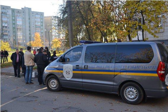 У Львові двірник виявила тіло мертвого чоловіка, загорнуте у ковдру та у поліетиленові мішки. Опубліковані фото (ФОТО) (фото) - фото 1