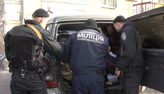 В Печерском районе милиция задержала авто с оружием (ФОТО) (фото) - фото 1