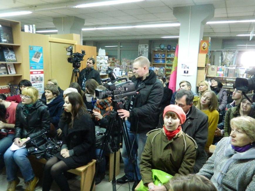 В Запорожье Винничук и Курков презентовали свои книги, - ФОТО (фото) - фото 2