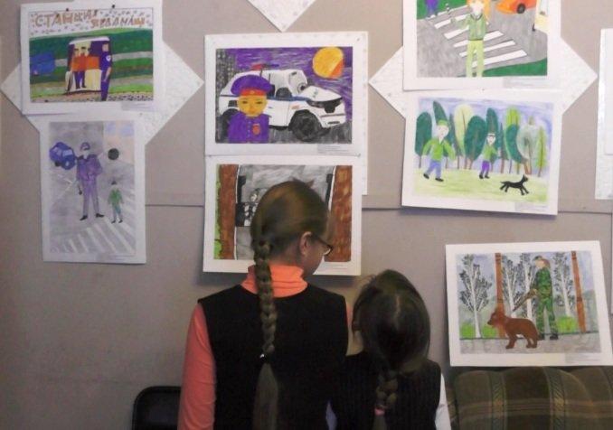 Юные полевчане рисуют полицейских (фото) - фото 1