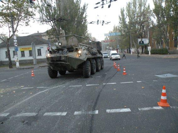 В центре Николаева БТР протаранил легковушку, есть пострадавшие (ФОТО) (фото) - фото 5